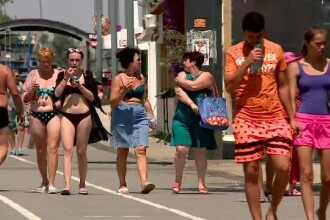 Amenzi pentru turiștii de pe litoral care merg îmbrăcați indecent pe stradă sau la terase