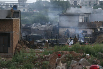 Tragedie aviatică în Pakistan. Cel puțin 17 oameni au murit