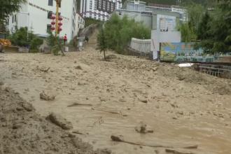 Inundaţii şi alunecări de teren catastrofale, în China. Şoselele, transformate în râuri