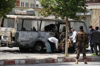 Un autobuz a sărit în aer, în urma impactului cu o bombă. Zeci de morți în Afganistan