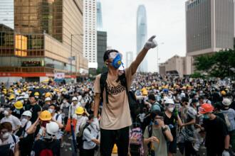 Poliţia din Hong Kong a arestat 300 de protestatari după intrarea în vigoare a noii legi a securităţii