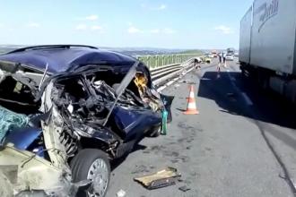 Accident pe A3. Un bărbat a fost grav rănit după ce maşina sa a fost lovită din spate de un autotren