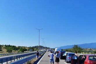 Cozi kilometrice la singurul punct rutier de frontieră dintre Bulgaria şi Grecia. Românii se plâng că aşteaptă cu orele