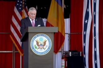 Ziua Independenței, sărbătorită în avans în grădina Ambasadei SUA, la București. Mesajul lui Zuckerman pentru români