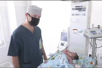 Medicii se confruntă cu un caz neobișnuit. Un bebeluș s-a născut cu 2 capete
