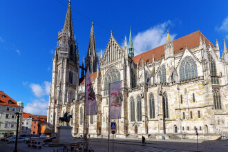 Un tânăr a căzut de pe catedrala din Regensburg, în timp ce își făcea selfie-uri