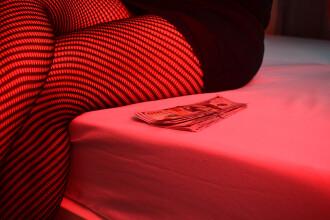 Şefa sindicatului prostituatelor din Amsterdam, o româncă de 27 de ani. Viaţa în Cartierul Roşu în pandemie