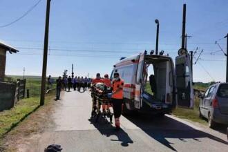 Mașină spulberată de tren în județul Bacău. Trei persoane au murit şi două au fost rănite
