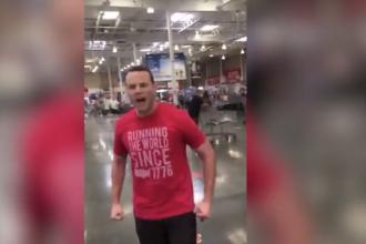 VIDEO. Reacția violentă a unui tânăr când o bătrănă l-a rugat să își pună masca