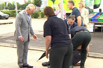 VIDEO. Momentul care l-a speriat pe Prințul Charles. Un angajat a leșinat în fața lui