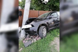 Panică într-o comună din Dâmbovița. O mașină scăpată de sub control a lovit un contor de gaz