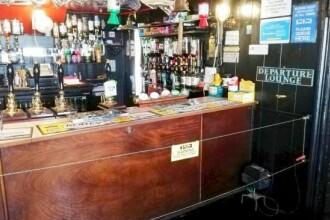 Un pub britanic și-a speriat clienții. Distanțarea socială, cu un gard electric