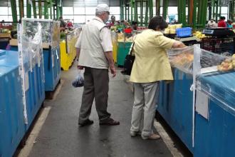 """Tot mai mulți români apelează la magazinele din apropierea casei: """"Afacerile au crescut surprinzător"""""""