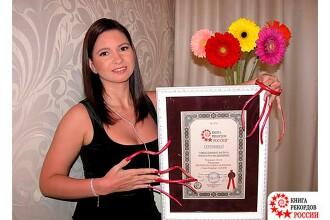 Motivul pentru care o femeie din Rusia care avea unghiile de 18 cm le-a tăiat. Ce a postat înainte pe internet