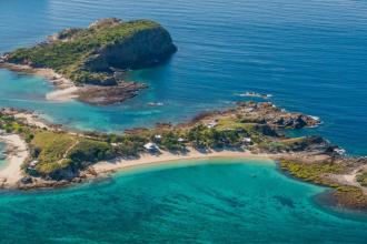 O insulă privată câștigată la poker, scoasă la vânzare. Cât costă paradisul din Marea Barieră de Corali