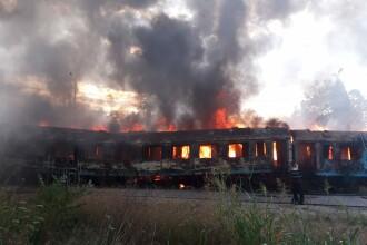 Incendiu puternic la mai multe vagoane de tren, în zona Calea Giuleşti din Bucureşti. Intervin zeci de pompieri
