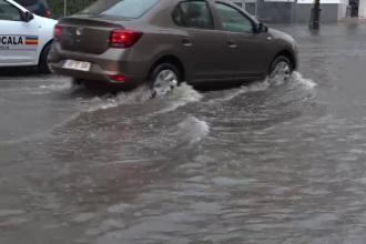 """Inundații și furtuni, în jumătate de ţară. """"Ce-ți mai trebuie litoral? Faci aici baie!"""""""
