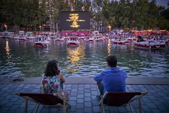 Cinema pe apă și concerte la balcon, noile oferte în timpul pandemiei