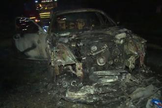 Un BMW a ars ca o torță pe drum. Șoferul își cumpărase mașina de câteva ore