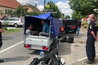 O femeie din București, prinsă în timp ce transporta migranți, în Timiș