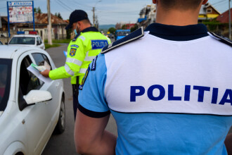 Un șofer drogat care a făcut un accident a refuzat să se oprească la semnalul polițiștilor. Și-a continuat drumul cu un taxi