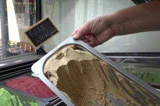 Înghețata este la mare căutare în această perioadă. Care sunt cele mai amuzante combinații de gusturi
