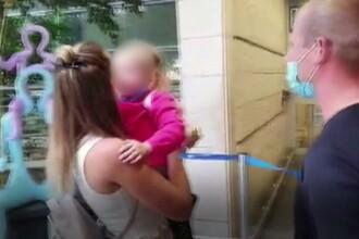 VIDEO. O fetiță de 3 ani și-a revăzut părinții după șase luni. A fost blocată într-o altă țară din cauza pandemiei