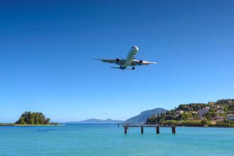 Grecia impune noi restricții pentru românii care vin cu avionul. Ce trebuie să aibă obligatoriu