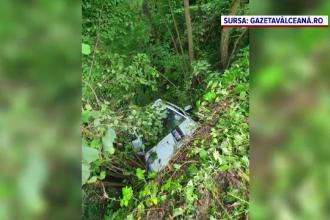 Un tânăr a murit, după ce mașina în care se afla cu prietenii săi a căzut în prăpastie. De ce l-au mutat pe scaunul șoferului