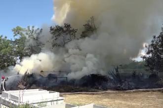 Incendiu puternic în curtea unei biserici din Vaslui, provocat de un rest de lumânare aprinsă