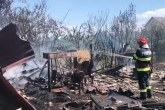 Un incendiu puternic a mistuit o moară din Dâmbovița. Pompierii s-au luptat două ore cu focul