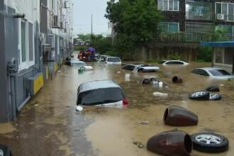 Inundații grave într-un oraș din Coreea de Sud. Oamenii au fost salvați cu bărci pneumatice