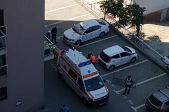 VIDEO. Bărbatul dezbrăcat care s-a aruncat de la etajul 6 al unui bloc din București a murit