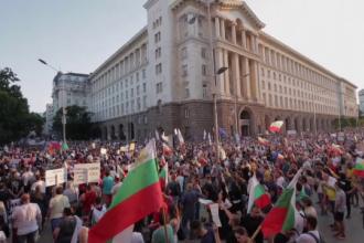 Patru săptămâni de proteste în Bulgaria. Corturi de campanie instalate în intersecții din Sofia