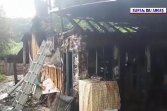 Incendiu puternic în județul Argeș. Un bărbat a ajuns la spital cu arsuri pe mâini