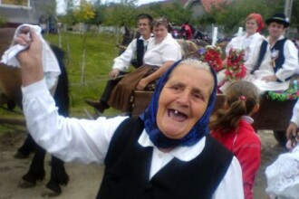 Din traditiile romanesti de nunta: miri si mirese, pe Valea Bargaului!