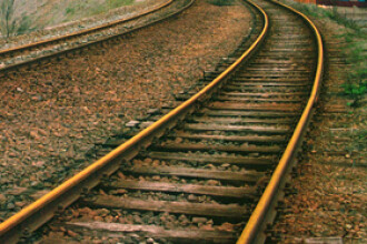 Spulberat de tren. Un sofer grabit a sfarsit tragic dupa ce a trecut calea ferata fara sa se asigure