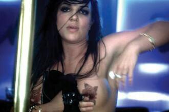 Britney Spears cea sexy: Cu sanii dazgoliti la filmare!