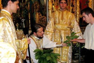 RUSALII 2015 - traditii si obiceiuri. De ce isi impodobesc oamenii casele cu ramuri de tei de RUSALII