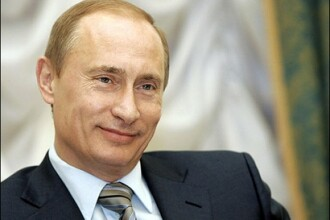 Asta-i mai lipsea! Vladimir Putin canta cu vocea si la pian