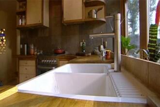 Robinetul de la bucatarie, mai plin de bacterii decat rezervorul toaletei!
