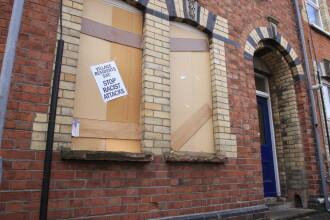Doi tineri, arestati pentru atacurile rasiste contra romanilor din Belfast