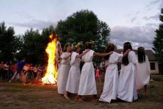Traditii si obiceiuri de Sanziene. In Timis, fetele care poarta flori in par vor fi mai dragastoase