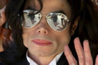 Sute de fani romani i-au adus un ultim omagiu lui Michael Jackson!