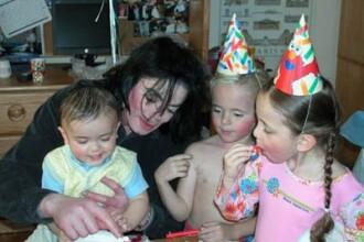 Poze rare cu Michael Jackson si copiii lui!