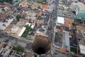 Crater urias in pamant! O cladire a cazut in el! Un mort, zeci de disparuti