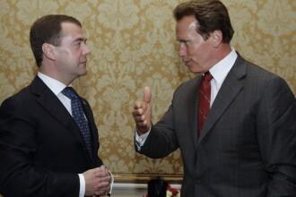 Si-au incordat muschii. Medvedev fata in fata cu Terminatorul