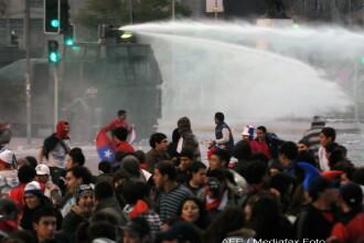 Campionatul Mondial de Fotbal i-a scos pe chilieni in strada