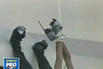 IMAGINI SOCANTE. Pedeapsa a traficantilor de droguri in Mexic: tineri torturati si agatati de un pod