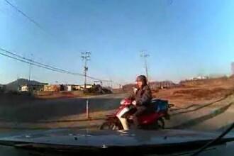 Accidentul care iti va da fiori! VEZI ce vede soferul care ia pe parbriz un motociclist. VIDEO